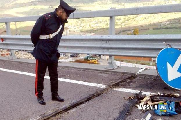 Un cedimento del viadotto tra San Cipirello e San Giuseppe Jato. Un pilone si e' inclinato e la strada è stata chiusa dal chilometro 23 al chilometro 28, Palermo, 29 novembre 2015. ANSA