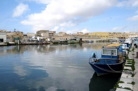 Mazara del Vallo, porto canale. ANSA/RUGGERO FARKAS
