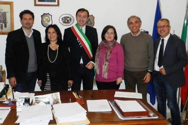 Il vice sindaco Vincenzo Bevilacqua, l'assessore Giusy Montoleone, il sindaco Giuseppe Pagoto, l'assessore Tiziana Torrente, l'assessore Lorenzo Ceraulo e il Segretario Comunale Andrea Giacalone