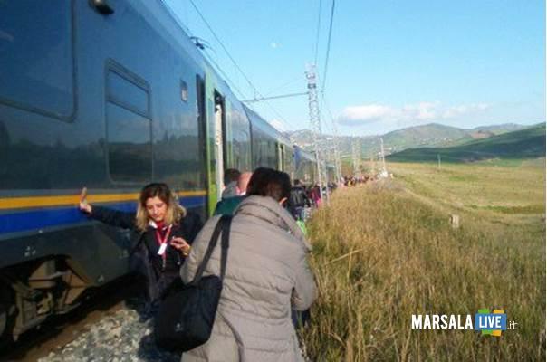 treno fuori binario
