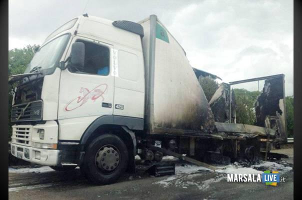 autocarro in fiamme A29 Palermo Mazara del Vallo Partinico marsalalive