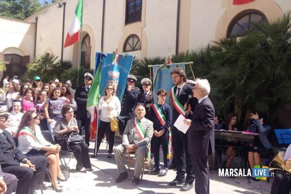 bandiera-del-Tricolore-vivo-Istituto-comprensivo-Pirandello-Giovanni-Bosco