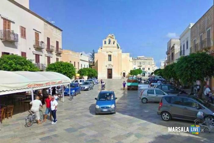 favignana-piazza-centro-veicoli