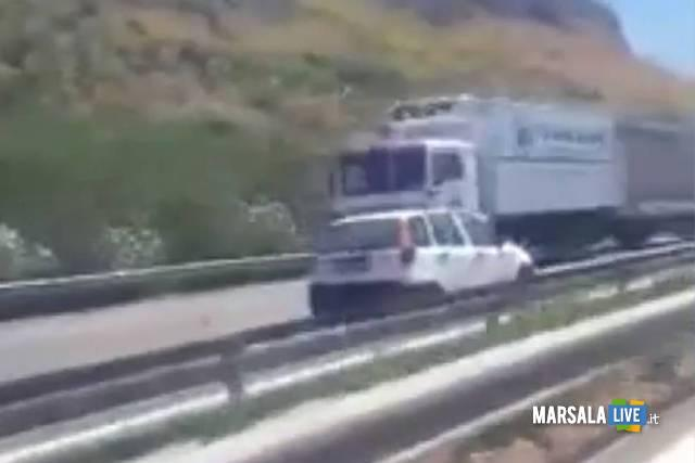 Auto-contromano-sulla-Palermo-Mazara