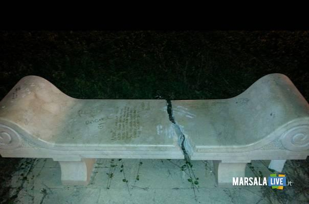 marsala-panchina-marmo-villa-cavallotti