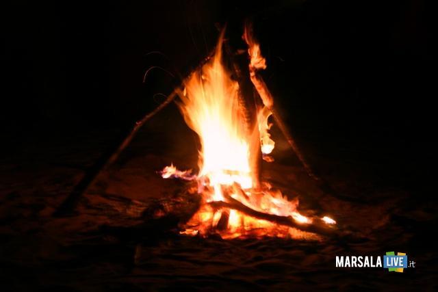 falo-sulla-spiaggia-marsala