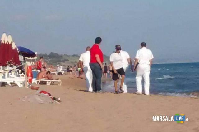uomo-muore-mare-selinunte-castelvetrano-turista