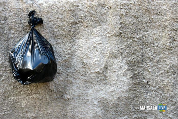 vigili-urbani-multano-sindaco-per-spazzatura-fuori-orario