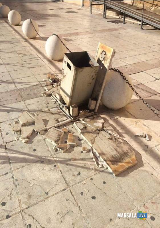 vandali-piazza-san-gerolamo-palle