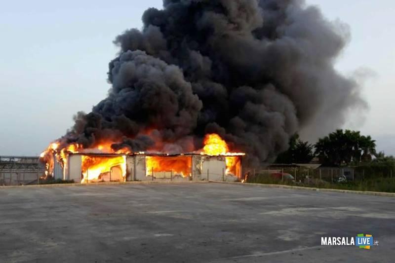 marsala-incendio-in-un-capannone-in-contrada-sant-anna-2