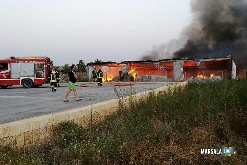 marsala-incendio-in-un-capannone-in-contrada-sant-anna-3