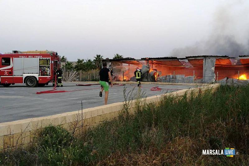 marsala-incendio-in-un-capannone-in-contrada-sant-anna-4