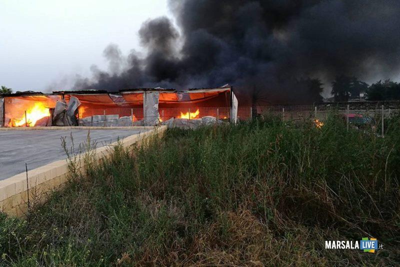 marsala-incendio-in-un-capannone-in-contrada-sant-anna-5