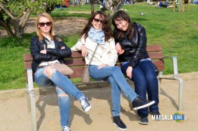 mail-online-panchina-tre-ragazze