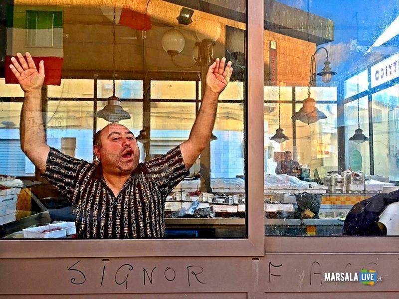 il-signor-fans-a-la-corrida-teatro-impero-marsala-2016
