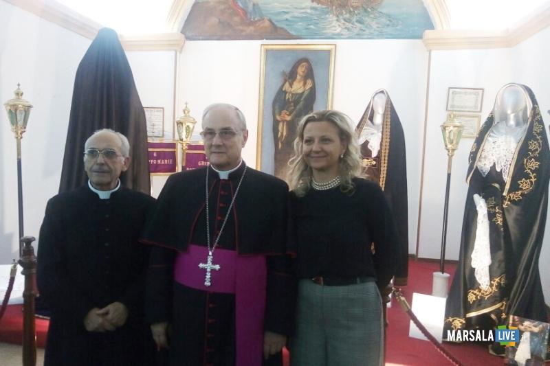 vescovo-visita-mostra-addolorata-marsala