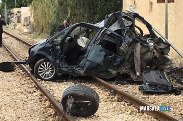 marsala-auto-travolta-dal-treno-sui-binari-contrada-spagnola