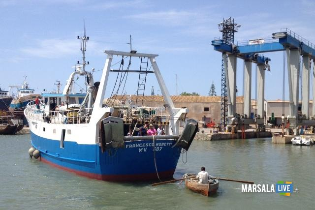 peschereccio-incagliato-nel-porto-canale-di-mazara