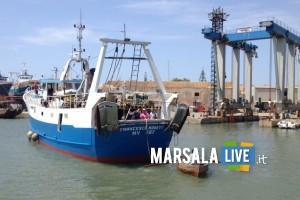 Peschereccio incagliato nel porto canale di Mazara