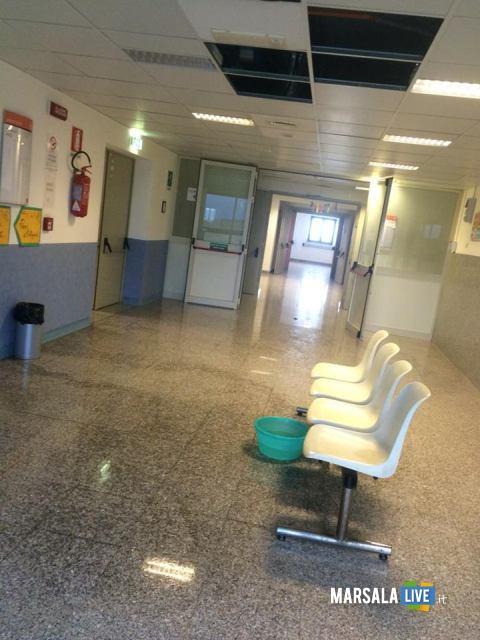 Piove-dentro-l-ospedale-Paolo-Borsellino-di-Marsala (3)