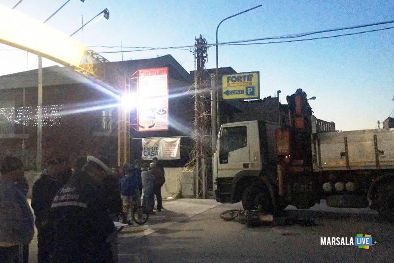 incidente-strasatti-marsala-moto-camion-mille-stelle-ss-115 (1)