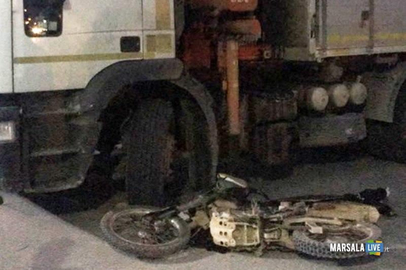 incidente-strasatti-marsala-moto-camion-mille-stelle-ss-115 (3)