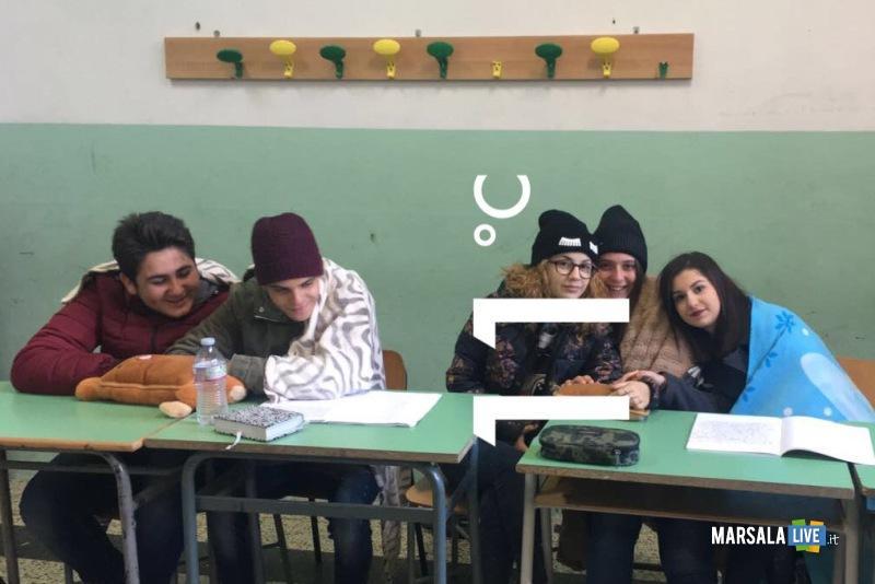 protesta-degli-alunni-dell-Istituto-Abele-Damiani-di-Marsala (2)