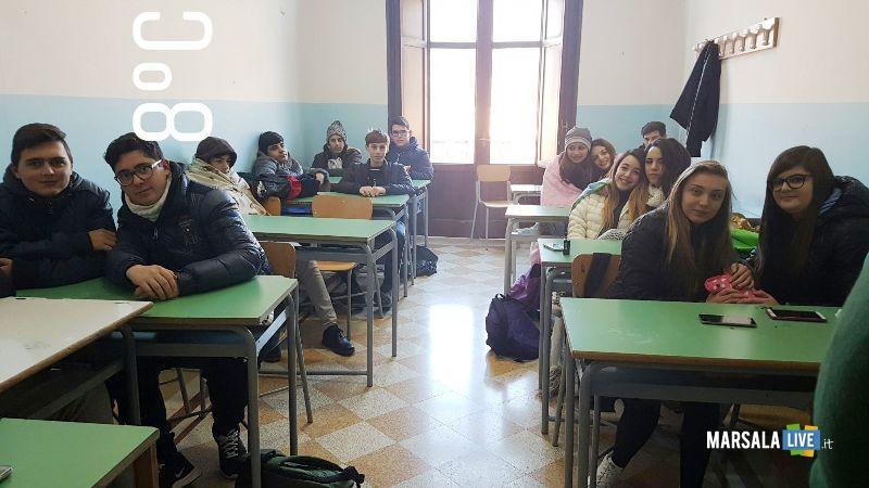 protesta-degli-alunni-dell-Istituto-Abele-Damiani-di-Marsala (4)