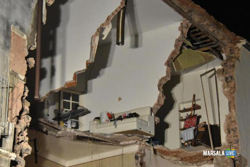Crolla palazzo a Catania