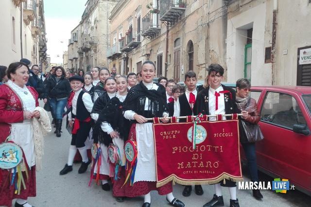 I-Piccoli-Picciotti-di-Matarò-Marsala-mandorlo-in fiore