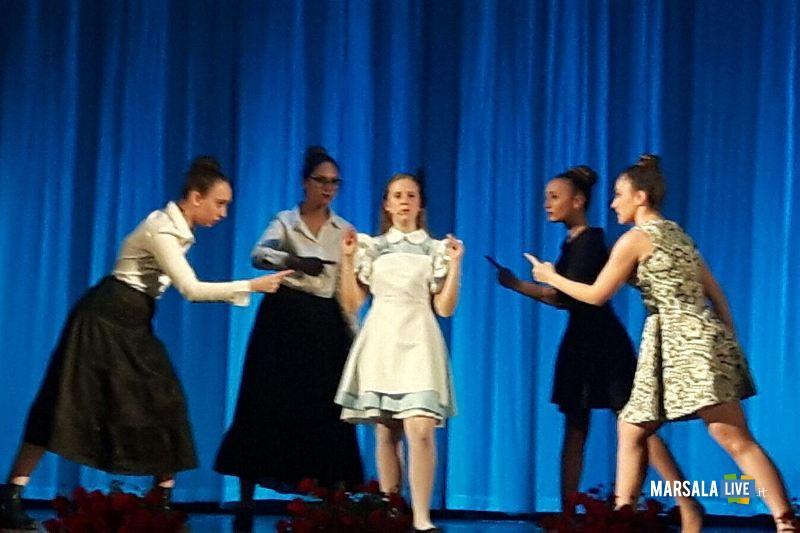Marsala-Alice-nel Paese-delle-Meraviglie-The-Peter-Pan-Group-Teatro-Impero (1)