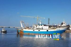 Motopesca incagliato nel porto canale di Mazara