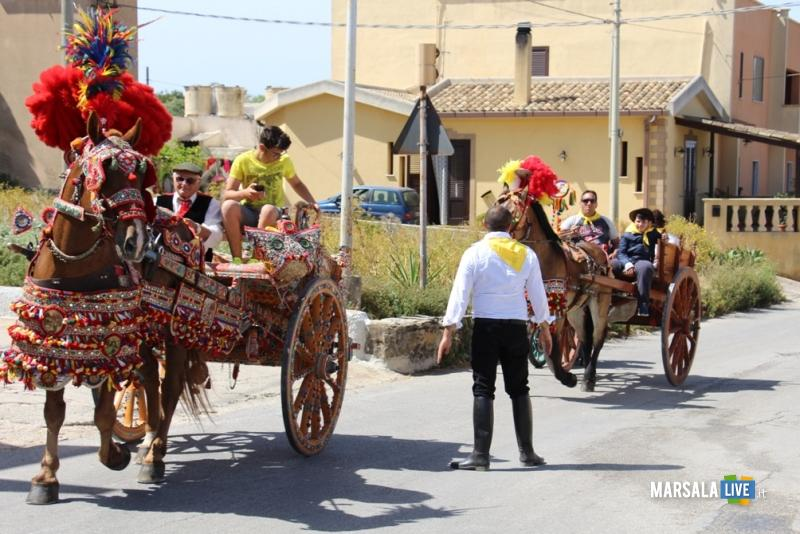 Marsala-festa-SS-Filippo-e-Giacomo-sfilata-Cavalieri-e-Calessi