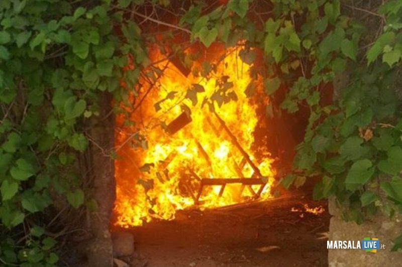 Petrosino-incendio-doloso-magazzini-famiglia-Vincenzo-D-Alberti-