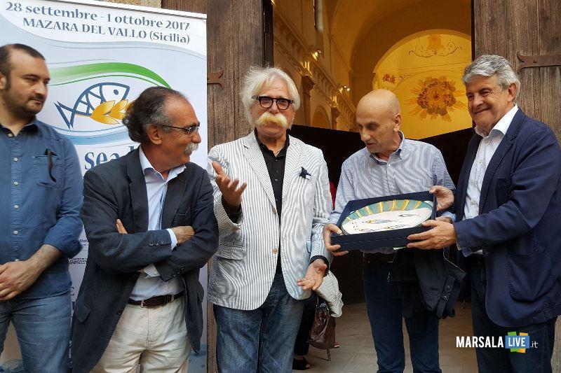 Premio Vele Blue Sea Land 2016_ al centro il Sindaco Cristaldi_ Prof Giacomo Cuttone _Pres Distretto Giovanni Tumbiolo