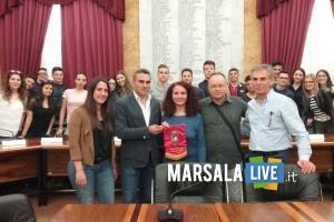 Un momento della visita degli alunni marsala consiglio comunale