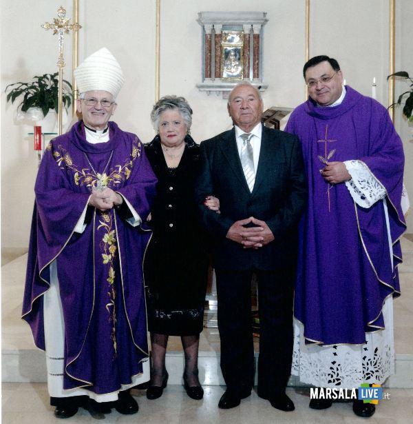 don Leo con i genitori ed il vescovo Fragnelli