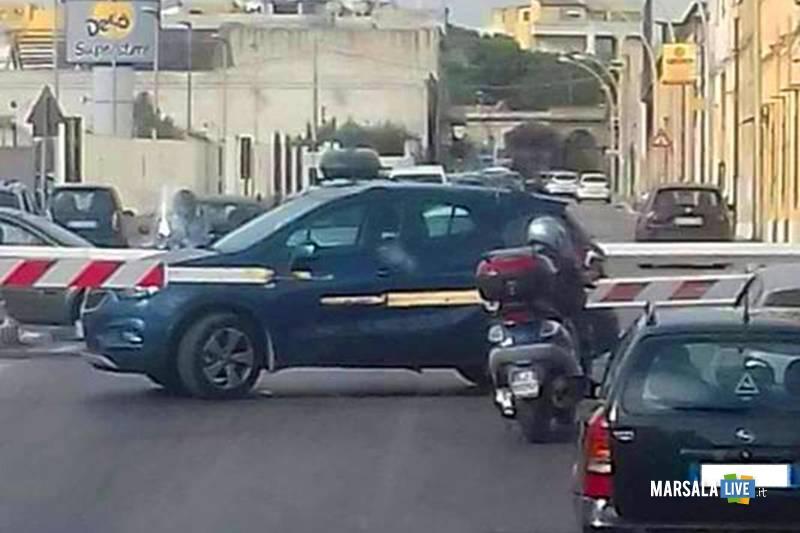 Automobilista-incastrato-passaggio-a-livello-via-Lipari-Marsala
