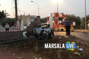 Marsala-incidente-a-Pastorella-auto-si-schianta-contro-palo-di-cemento (2)