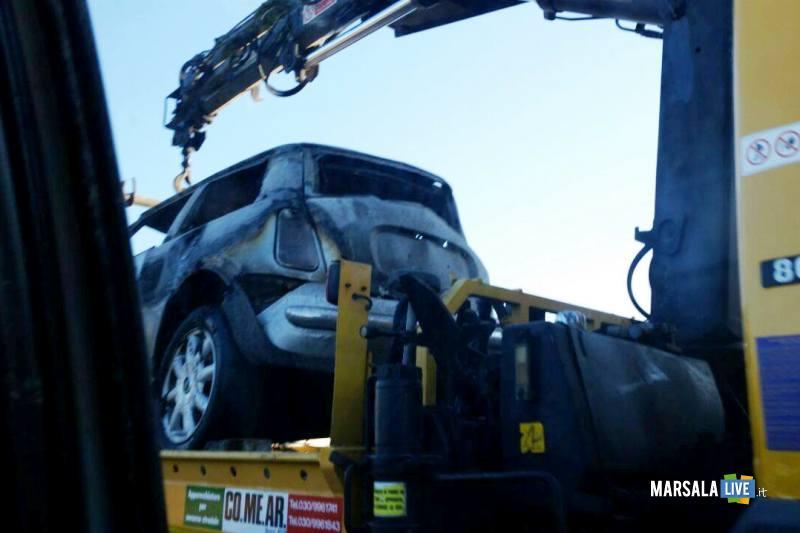 Marsala-incidente-a-Pastorella-auto-si-schianta-contro-palo-di-cemento (5)