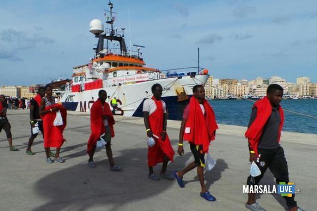 Alcuni dei migranti sbarcati a Trapani