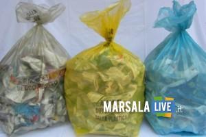 distribuzione dei sacchetti per la raccolta differenziata