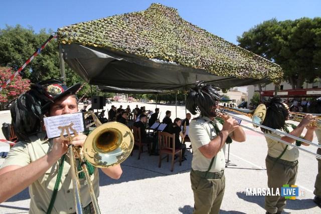 la fanfara del 6° Reggimento Bersaglieri si esibisce con i nusicisti del conservatorio A. Scontrino di Trapani