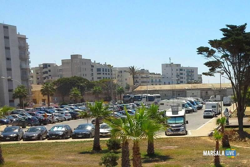 lungomare-marsala-parcheggio-salato-monumento-mille
