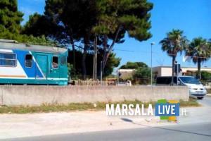 treno-fermo-passaggio-a-livello-contrada-spagnola-marsala (2)