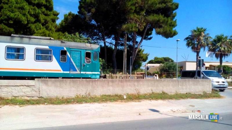 treno-fermo-passaggio-a-livello-contrada-spagnola-marsala (3)