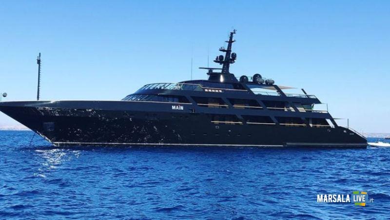 giorgio-armani-a-favignana-main-yacht