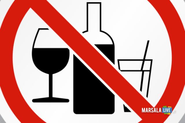 divieto di consumare alcolici e superalcolici in luoghi pubblici