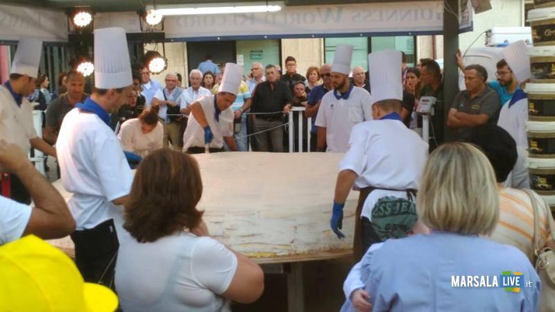 La cassata siciliana più grande del mondo a Mazara (1)