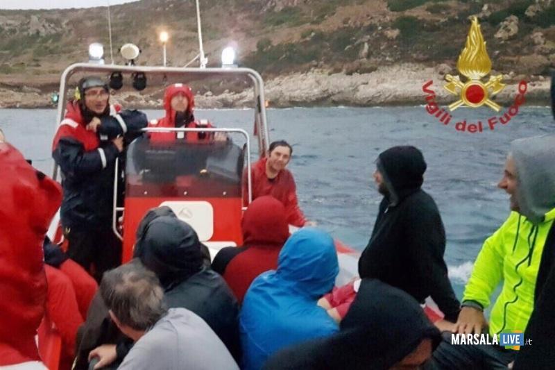 levanzo-imbarcazione-scogli-recupero-vigili-fuoco
